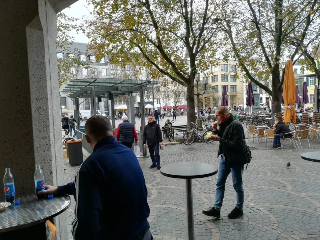 2019-10-29 at 15.50.19 - Waldo laughing at people eating currywurst.